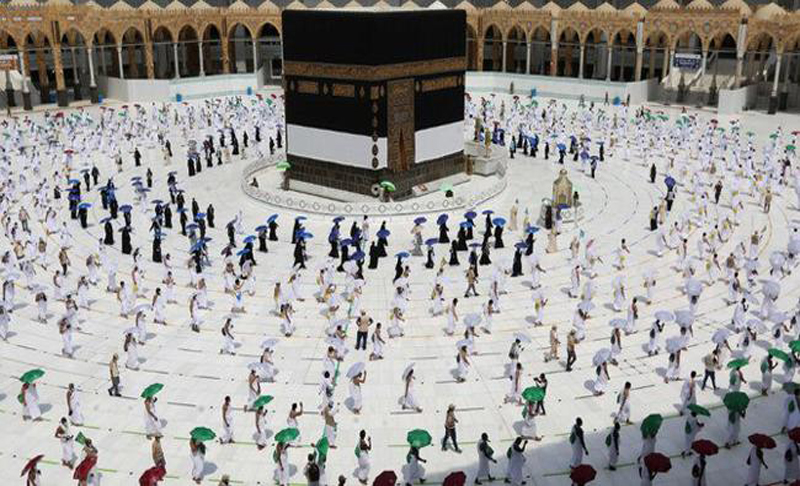 Women police officers join Makkah's Hajj security forces for first time