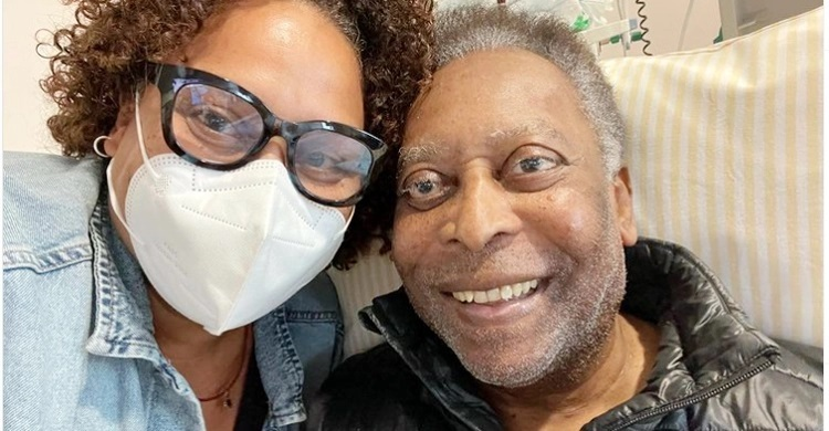 Football legend Pele 'recovering well'